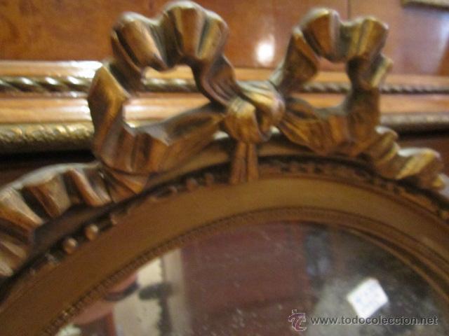 Antigüedades: Antigua pareja de espejos con marco de madera dorada, estilo isabelino. 73 x 52 cms.Interior 58X43 c - Foto 3 - 44009846