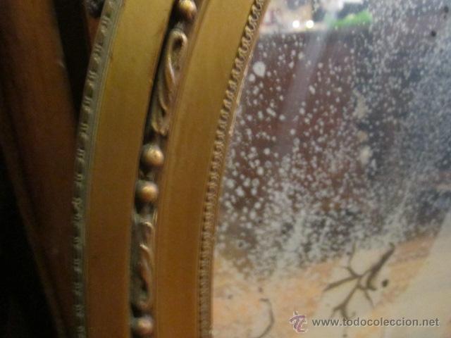 Antigüedades: Antigua pareja de espejos con marco de madera dorada, estilo isabelino. 73 x 52 cms.Interior 58X43 c - Foto 4 - 44009846