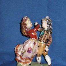 Antigüedades: PRECIOSA PAREJA GOYESCA DE BAILARINES DE PORCELANA HISPANIA DE MANISES - 25 CMS - SELLO INCISO. Lote 44016722