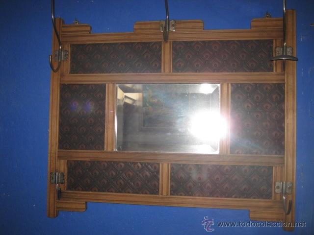 Antigüedades: Perchero modernista de pared con espejo biselado en el centro. - Foto 2 - 44017238