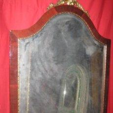 Antigüedades: PRECIOSO ESPEJO EN MADERA CON COPETE EN BRONCE CON MOTIVO FLORAL.. Lote 44037094