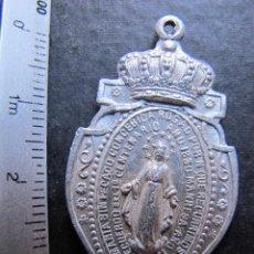 Antigüedades: BONITA MEDALLA RELIGIOSA ANTIGUA VIRGEN MILAGROSA ALUMINIO. Lote 44048287