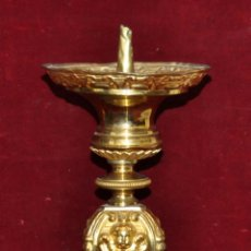 Antigüedades: MAGISTRAL CANDELERO EN LATÓN REPUJADO DE FINALES DEL SIGLO XIX. 58 CM. DE ALTURA. Lote 44073199