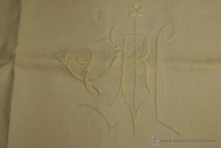 Antigüedades: ANTIGUA FUNDA PARA COJIN CUADRADO LETRAS -RH- - Foto 2 - 44088875