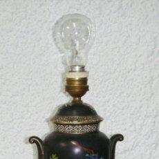 Antigüedades: ANTIGUA LAMPARA DE SOBREMESA. CERÁMICA. CON SELLO. ORIENTAL. PINTADA A MANO.. Lote 44101539
