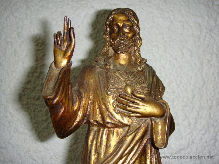 ANTIGUO SAGRADO CORAZON. S.XX. BRONCE DORADO Y BASE DE ALABASTRO. (Antigüedades - Religiosas - Varios)