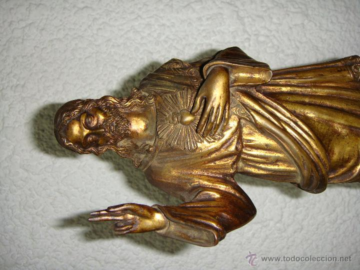 Antigüedades: Antiguo Sagrado Corazon. S.XX. Bronce dorado y base de alabastro. - Foto 3 - 44101822