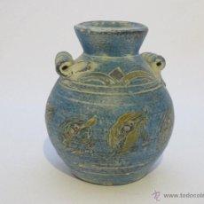 Antigüedades: JARRÓN BARRO AZUL DECORADO. Lote 44118453