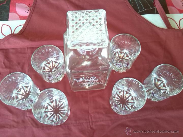 Antigüedades: preciosa licorera conn 6 vaso, serigrafiados y filos de oro , un preciosidad - Foto 2 - 44125190