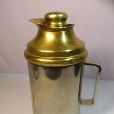 Antigüedades: ANTIGUA JARRA TERMO RÚSTICA DE METAL. Lote 44135683