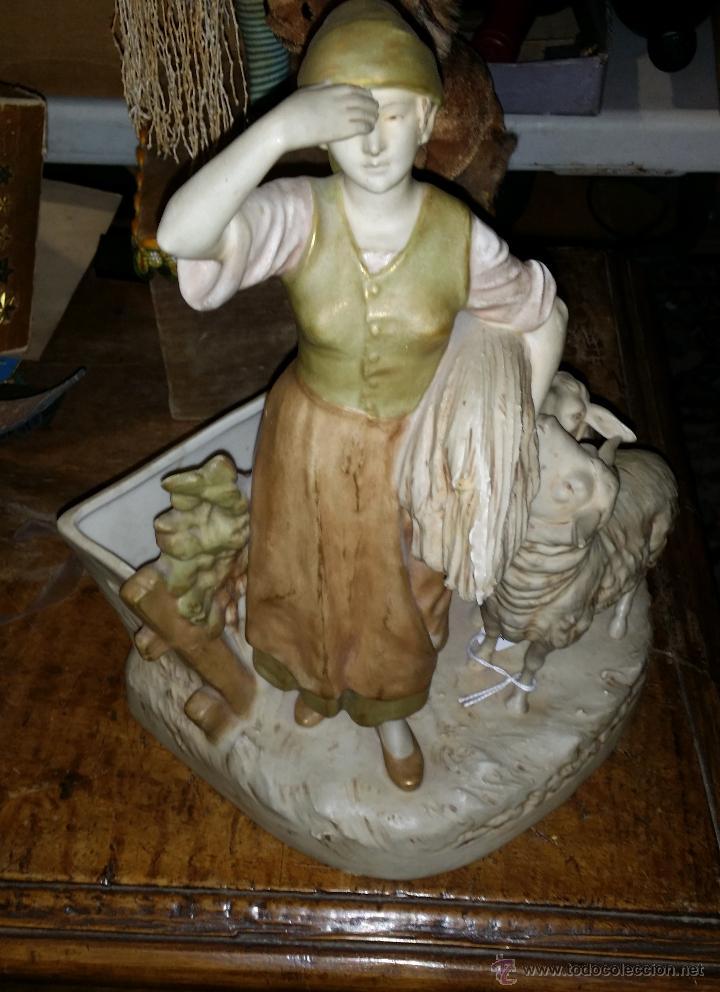 PORCELANA CHECA AÑOS 20-30 ROYAL DUX,MOTIVO PASTORIL (Antigüedades - Porcelana y Cerámica - Alemana - Meissen)