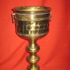 Antigüedades: COPA DE LATÓN CON ASAS DE BONITAS FORMAS.. Lote 44160853