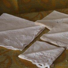 Antigüedades: SERVILLETAS DE HILO BORDADAS A MANO (4). Lote 44176890