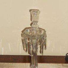 Antigüedades: ANTIGUO CANDELABRO DE CRISTAL CON COLGANTES DE LAGRIMAS. Lote 44179765