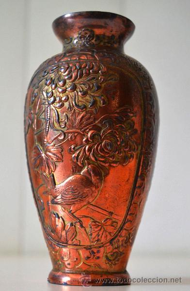 ANTIGUO JARRON FLORERO TRABAJO EN COBRE * RELIEVE (Antigüedades - Hogar y Decoración - Jarrones Antiguos)