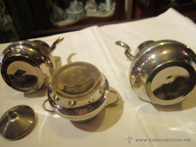 Antigüedades: Antiguo Juego de tetera, lechera y azucarero, en metal plateado. Altura tetera sin tapa 13 cms. - Foto 3 - 101346694