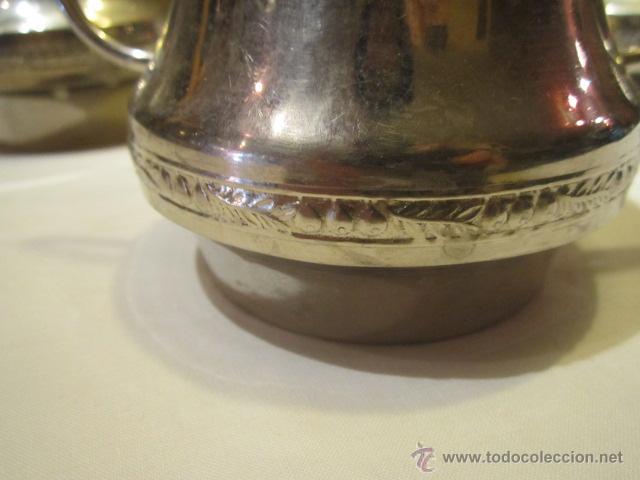Antigüedades: Antiguo Juego de tetera, lechera y azucarero, en metal plateado. Altura tetera sin tapa 13 cms. - Foto 4 - 101346694