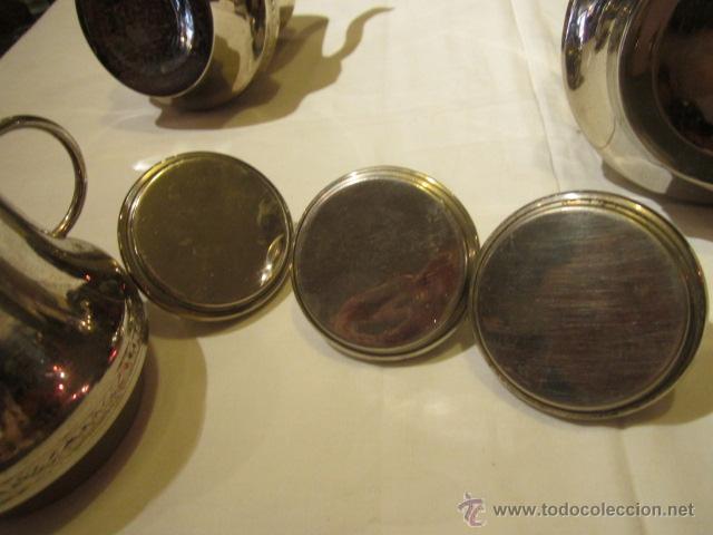 Antigüedades: Antiguo Juego de tetera, lechera y azucarero, en metal plateado. Altura tetera sin tapa 13 cms. - Foto 6 - 101346694
