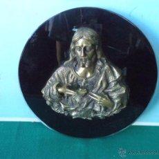 Antigüedades: CORAZON DE JESUS DE BRONCE Y CRISTAL EN NEGRO. Lote 44218055