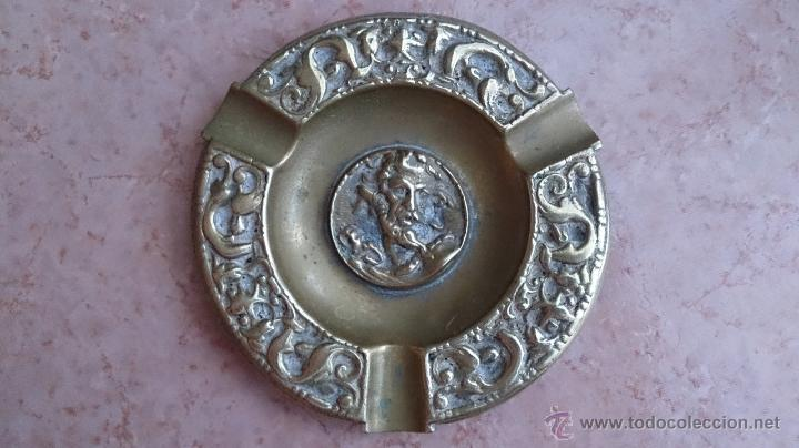 Antigüedades: Antiguo cenicero en bronce con motivos mitológicos cincelados ( F.S.XIX ). - Foto 5 - 44219702