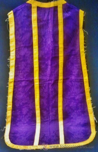 Antigüedades: Casulla de seda morada con galón amarillo. - Foto 2 - 44247487