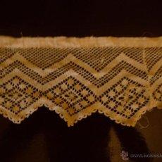 Antigüedades: PUNTA BLANCA DE HILO HECHA A MANO DE 2,60 CM DE LARGO X 10 CM DE ANCHO. Lote 44270355