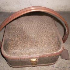 Antigüedades: BOLSO O MALETA DE VIAJE ANTIGUA CON SU LLAVE. Lote 44290031