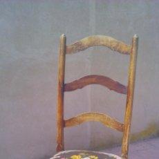 Antigüedades - Antigua silla de roble con tapizado hecho de punto de cruz.Tonos negro y flores. - 44291263