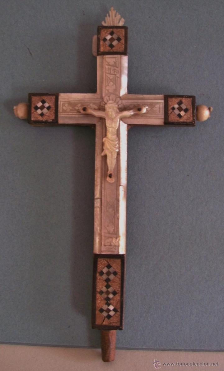 CRUZ DE JERUSALEN, CON ENCRUSTACIONES DE NACAR Y ADORNO DE HUESO O MARFIL (9X16CM APROX) (Antigüedades - Religiosas - Cruces Antiguas)