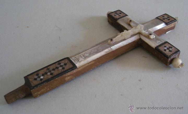 Antigüedades: cruz de jerusalen, con encrustaciones de nacar y adorno de hueso o marfil (9x16cm aprox) - Foto 2 - 44302758