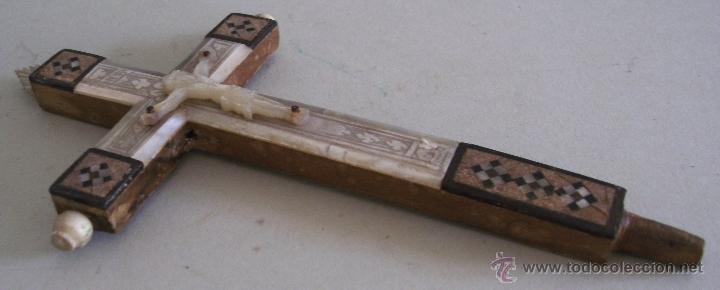 Antigüedades: cruz de jerusalen, con encrustaciones de nacar y adorno de hueso o marfil (9x16cm aprox) - Foto 3 - 44302758