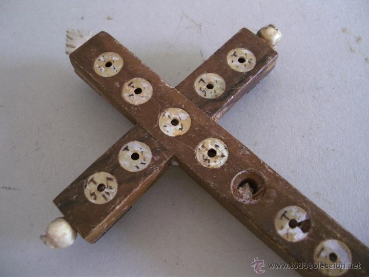 Antigüedades: cruz de jerusalen, con encrustaciones de nacar y adorno de hueso o marfil (9x16cm aprox) - Foto 5 - 44302758
