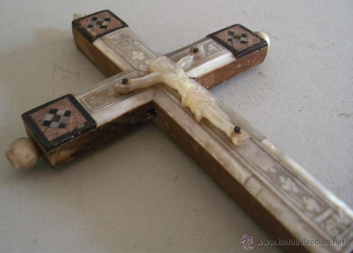 Antigüedades: cruz de jerusalen, con encrustaciones de nacar y adorno de hueso o marfil (9x16cm aprox) - Foto 8 - 44302758