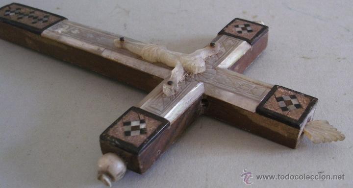 Antigüedades: cruz de jerusalen, con encrustaciones de nacar y adorno de hueso o marfil (9x16cm aprox) - Foto 10 - 44302758