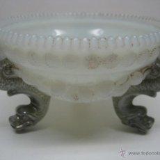Antigüedades: S.XIX - CENTRO CRISTAL OPALINA CON 3 PATAS ANIMALES MITOLOGICOS SERPIENTES MARINAS. Lote 44304495