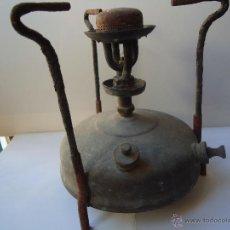 Antigüedades: INFERNÍLLO DE LATÓN,FUNCIONANDO A PETROLEO/GASOLINA.MUY ANTIGUO CON GRABADO EN LA BASE:VER. Lote 44308319