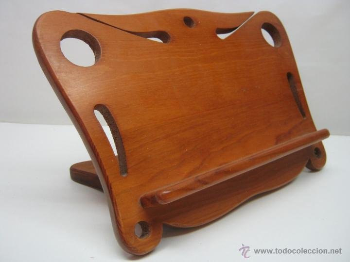 Atril en madera calada plegable estilo modern comprar muebles auxiliares antiguos en - Muebles atril ...