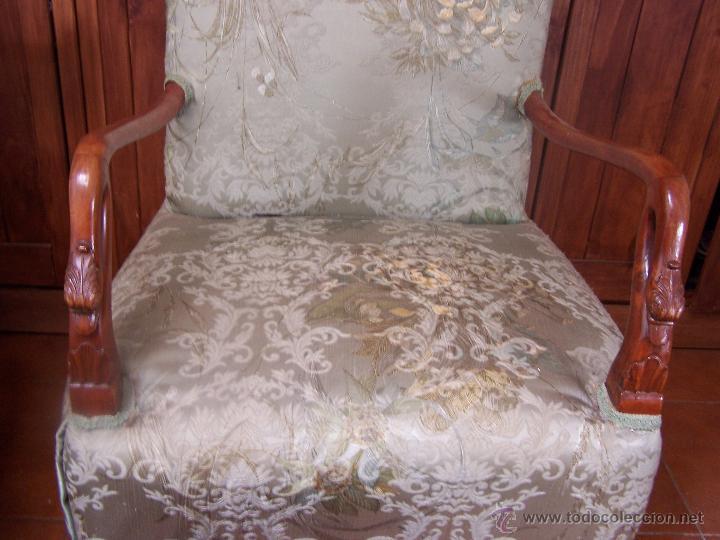 Antigüedades: Sillón de dormitorio (descalzador). Con reposa brazos con forma de cabeza de cisne. Modernista. - Foto 2 - 44333871