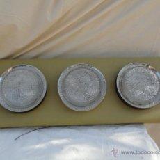 Antigüedades: 3 APLIQUES - LÁMPARAS DE TECHO SOBRE UNA MADERA FORRADA DE SKAY.. Lote 44373081