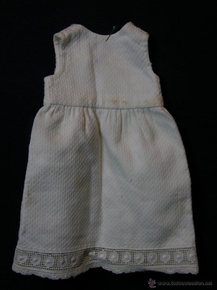 VESTIDO DE MUÑECO MUÑECA PIQUÉ AFELPADO PUNTILLA BOLILLOS PPIOS S XX 25X19CMS (Antigüedades - Moda y Complementos - Infantil)