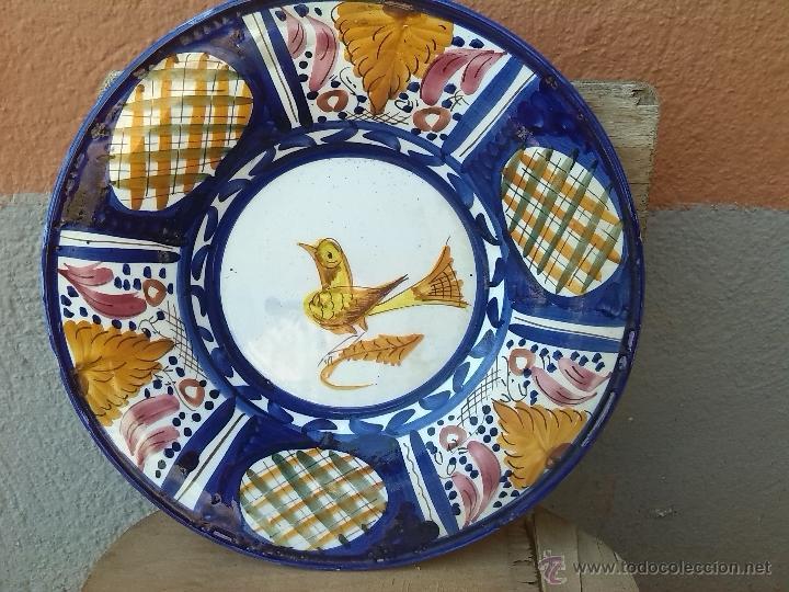ANTIGUO PLATO PINTADO A MANO Y FIRMADO LARIO (Antigüedades - Porcelanas y Cerámicas - Lario)