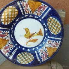 Antigüedades: ANTIGUO PLATO PINTADO A MANO Y FIRMADO LARIO. Lote 44389214
