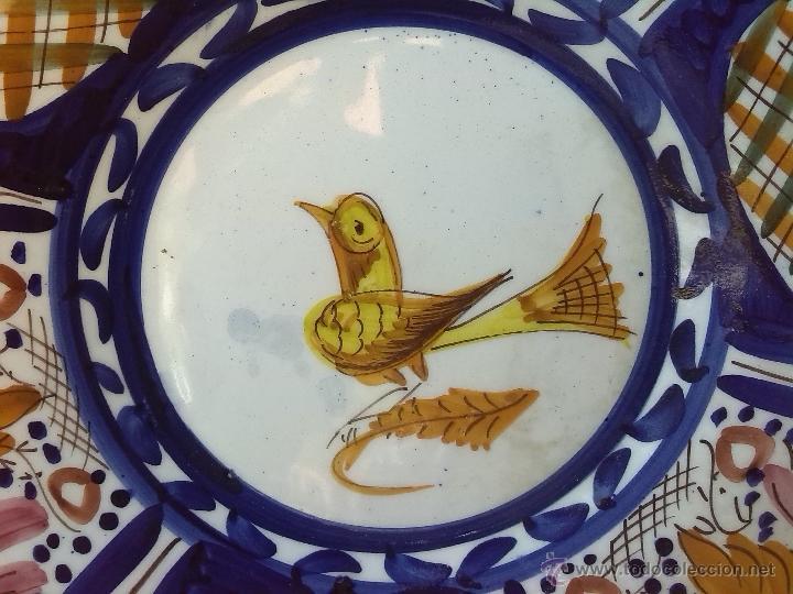 Antigüedades: antiguo plato pintado a mano y firmado lario - Foto 2 - 44389214