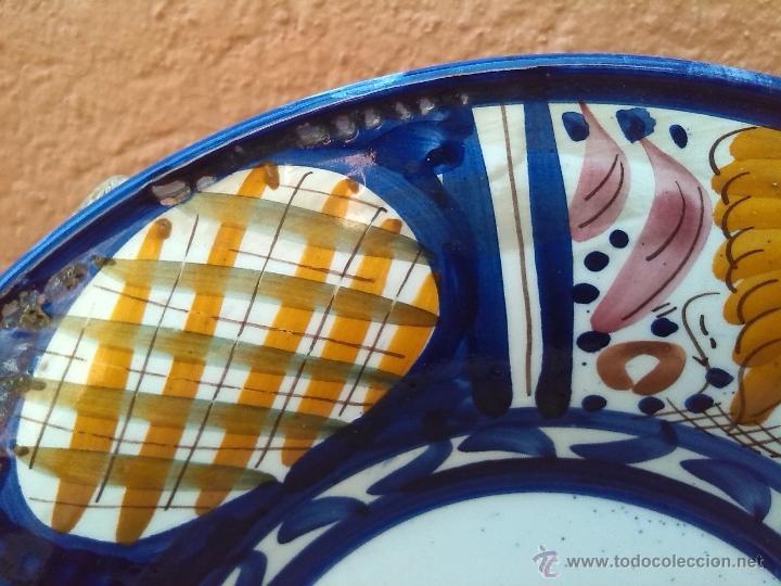 Antigüedades: antiguo plato pintado a mano y firmado lario - Foto 3 - 44389214