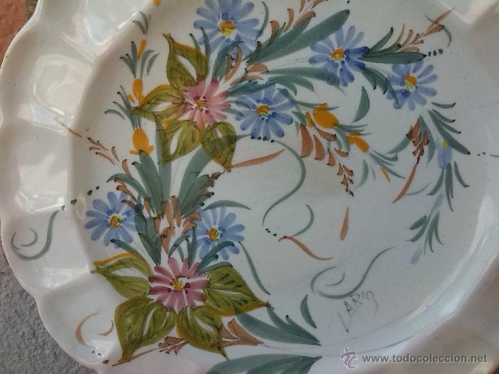 Antigüedades: antiguo plato pintado a mano y firmado lario. - Foto 2 - 44389581