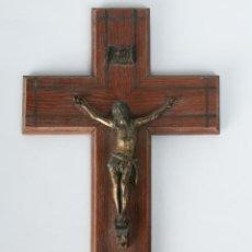 Antigüedades: ANTIGUA CRUZ DE MADERA CON JESUCRISTO EN BRONCE. Lote 44391137
