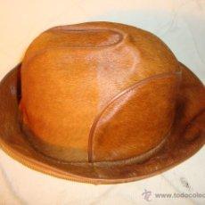 Antigüedades: SOMBRERO ORIGINAL DISEÑO DE CABALLERO REALIZADO EN PIEL EN EXCELENTE ESTADO.. Lote 59883931