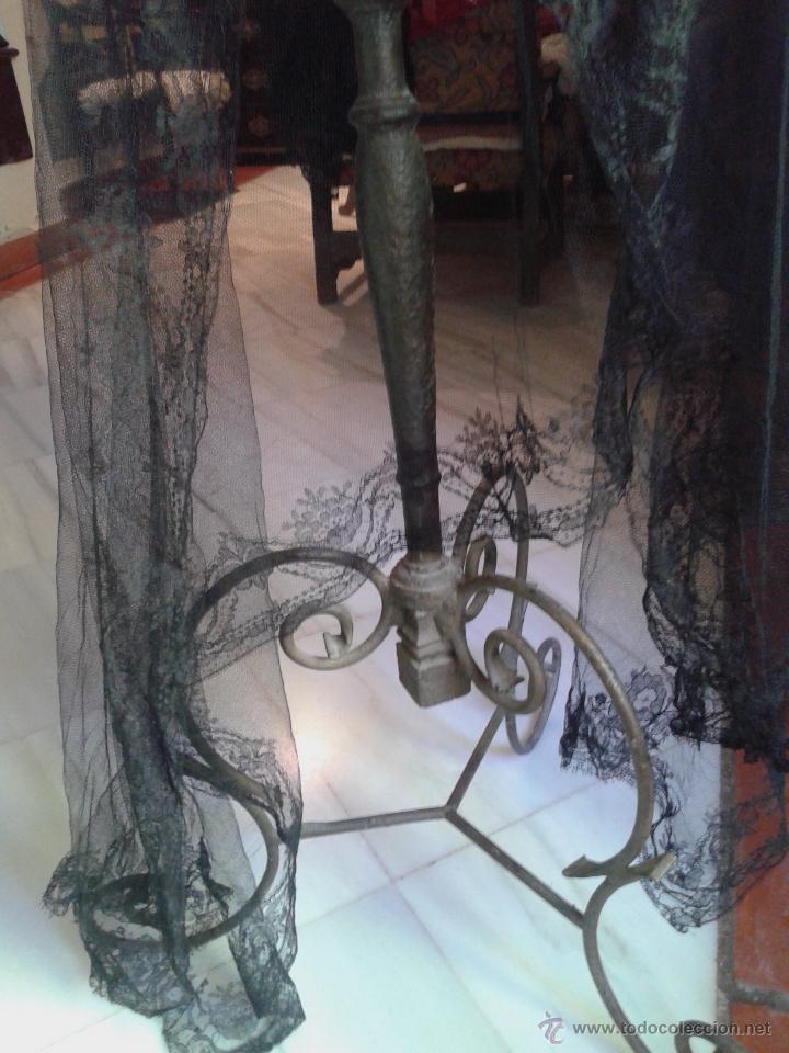 Antigüedades: CHAL RECTANGULAR DE ENCAJE CHANTILLY BORDADO A MANO SOBRE TUL - Foto 2 - 44422797