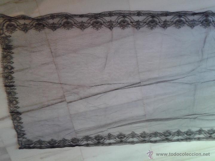 Antigüedades: CHAL RECTANGULAR DE ENCAJE CHANTILLY BORDADO A MANO SOBRE TUL - Foto 3 - 44422797