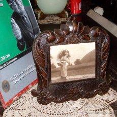 Antigüedades: ANTIGUO PORTAFOTOS PORTARETRATOS DE MADERA LABRADA AÑO 1900 DELICADA EBANISTERÍA 25X25 FOTO 9X12. Lote 44434981